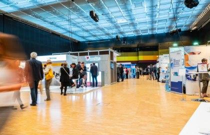 Die Kongressbesucher konnten sich in der parallel stattfindenden Industrieausstellung informieren., © Nicolas Döring